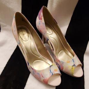 Bandolino B Flexible Floral Peep Toe PlatformHeels